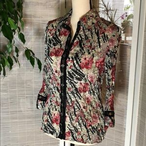 Dressbarn button/snap down blouse